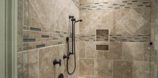Κάνε τα πλακάκια του μπάνιου να λάμψουν