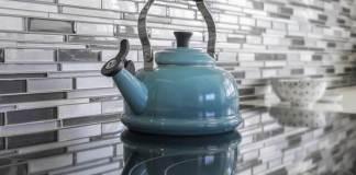 Τα πλακάκια της κουζίνας, έτσι θα τα καθαρίσεις