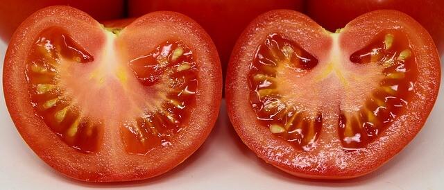 Η τσουκνίδα θα νοστιμίσει τις ντομάτες σου, μάθε πως