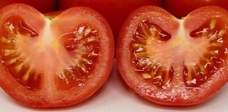 Γιατί τσουκνίδες στις ντομάτες;