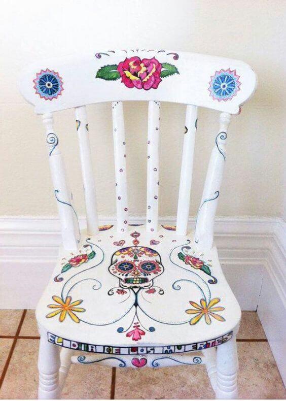 Εβαψαν τις παλιές καρέκλες και έγιναν καλύτερες κι από καινούργιες