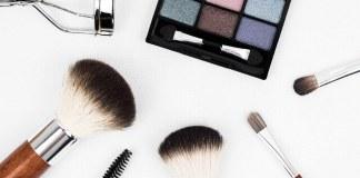 Πως καθαρίζουμε τα πινέλα του μακιγιάζ