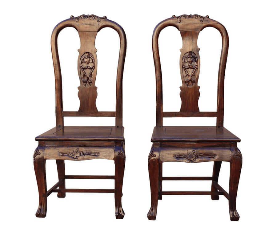 Δημιούργησε με παλιές καρέκλες