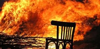 Τι πρέπει να κάνει αν πιάσει φωτιά στο μπαρ