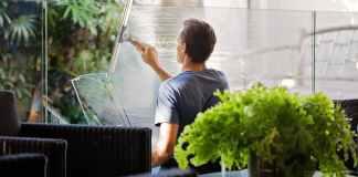 Για να γίνουν αόρατα από καθαριότητα τα τζάμια