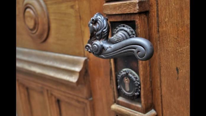 Τι μπορείς να κάνεις, αν τύχει και κλειδωθείς απέξω και δεν έχεις κλειδιά.