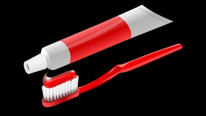 Λεκές από οδοντόκρεμα – 4 τρόποι για να τον καθαρίσεις