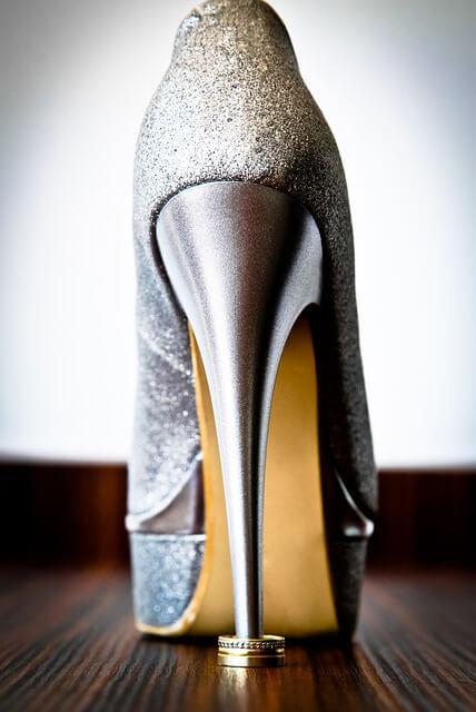 Σε στενεύουν τα καινούργια παπούτσια; Οχι πια!
