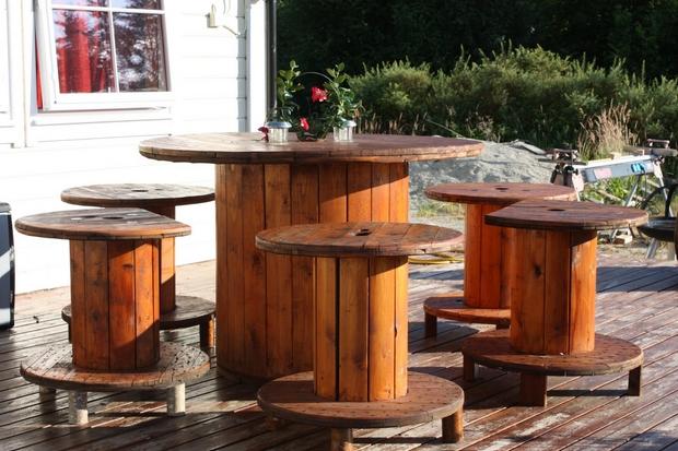 37 προτάσεις διακόσμησης με ξύλινα καρούλια καλωδίων