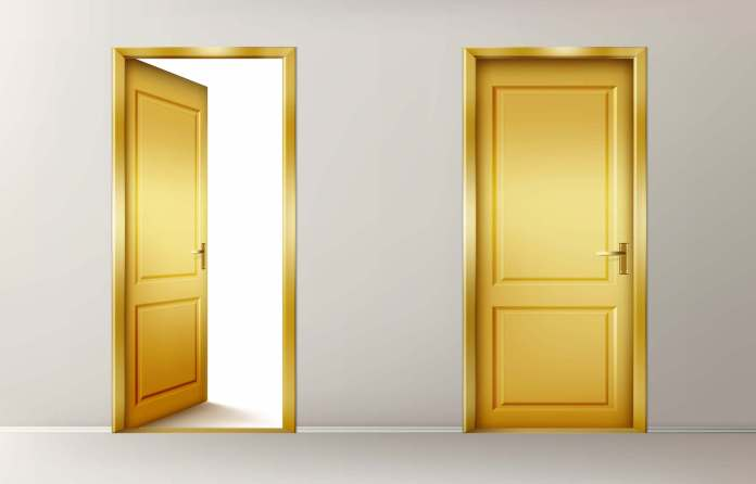 Για να μη  κοπανάει το πόμολο της πόρτας τον τοίχο