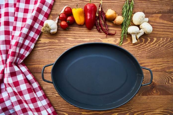 Δύσκολοι λεκέδες λαδιού στο τηγάνι  – πως θα τους καθαρίσεις