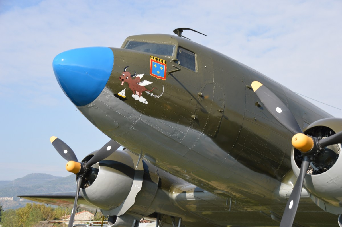 Un Douglas DC3 aux couleurs de la France!