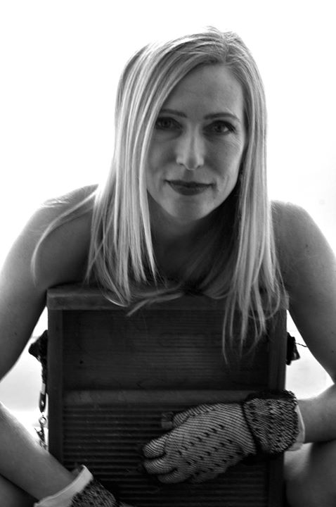 Mix of Humour Music and Theatre With Franny Wisp and Her Washboard
