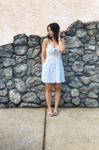 Summer capsule wardrobe outfit for busy moms, part 2