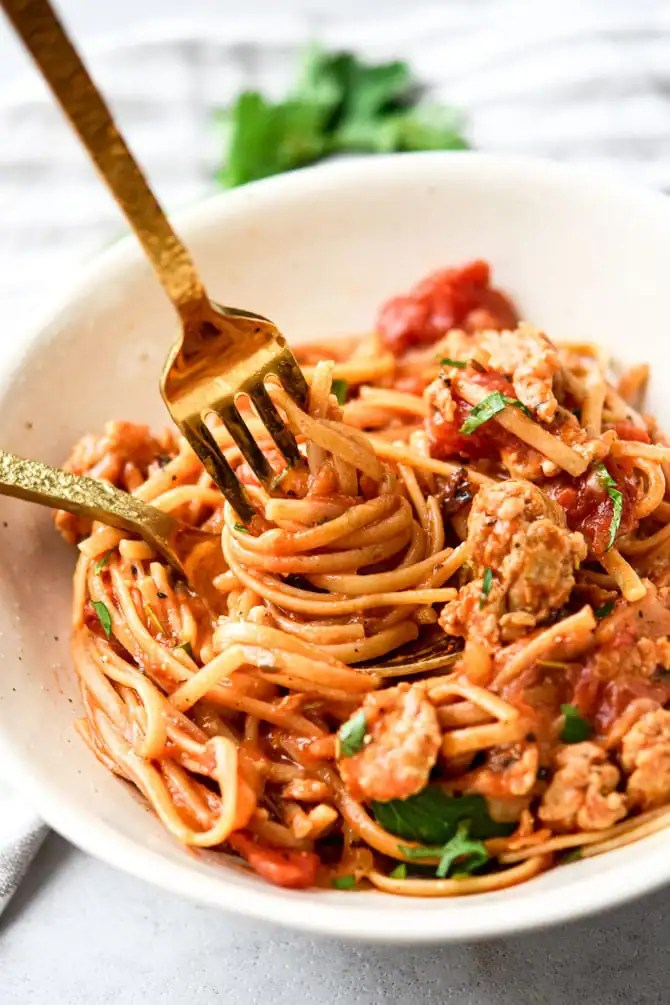 Easy One Pot Linguine with Italian Sausage plated noodle twirl