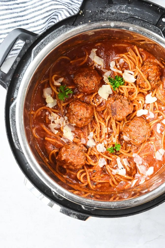 spaghetti-and-meatballs-in-instant-pot-cooked