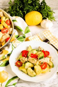 This easy and healthy Summer Vegetable and Chicken skillet recipe can be on your table in just a few minutes, and this family-friendly Italian dish is packed full of flavour and protein! You can serve it directly from your skillet, or add it to a pot of your favourite pasta! #recipe #chicken