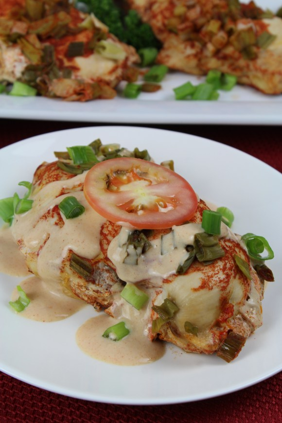 Chicken breasts spiced with paprika and cayenne pepper are served with a creamy sour cream sauce. This simple dish is low carb and suitable for those on a keto diet. It's an easy dish that even a beginner cook can serve with confidence.
