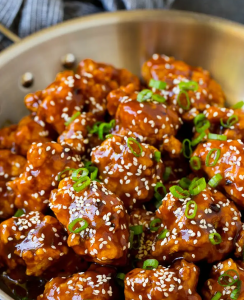 Easy chicken recipe for those that miss their General Tso takeout using these copy cat restaurant recipes. Save money plus help your family adapt more easily to a meal plan with these 20 restaurant favourite recipes