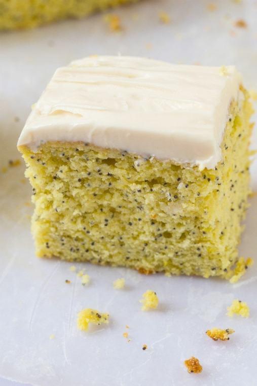 healthy-flourless-lemon-poppyseed-breakfast-cake-4
