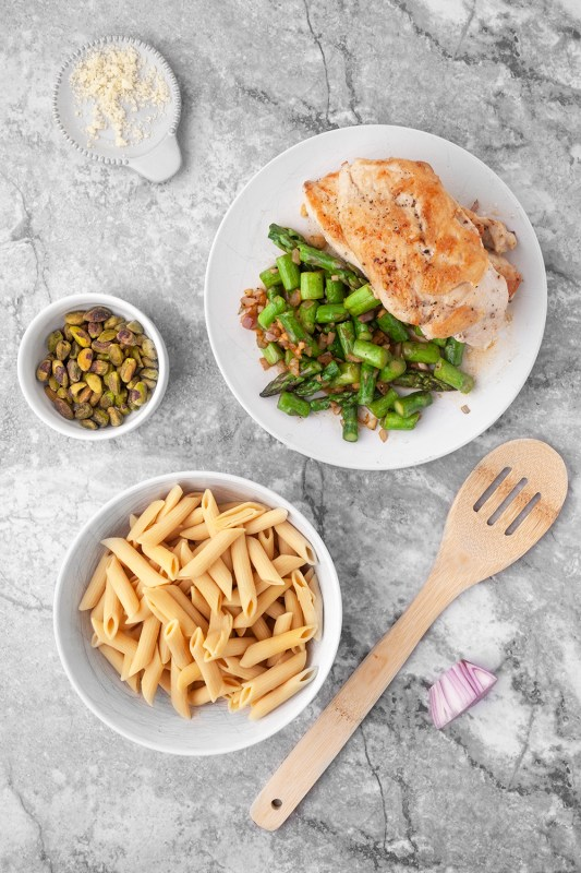 Chicken Penne With Asparagus and Pistachios
