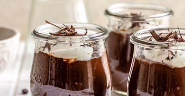 بودنغ الشوكولاتة الحريري محلي الصنع بدون استخدام علبة!
