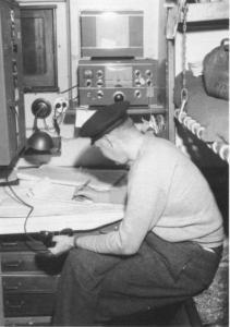 radiophone-operater-382x544
