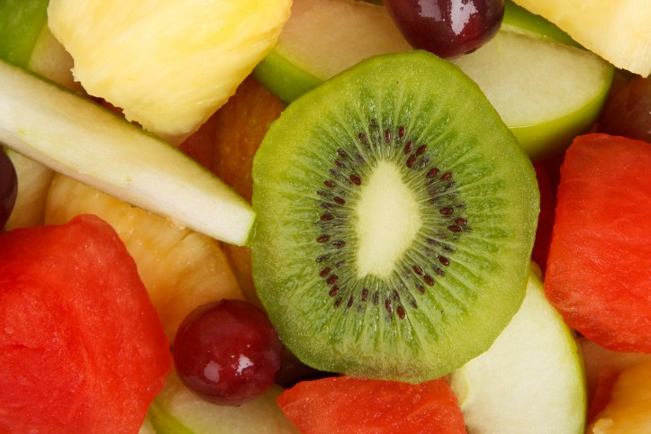 How to Make a Turtle Snack Using Fruit!