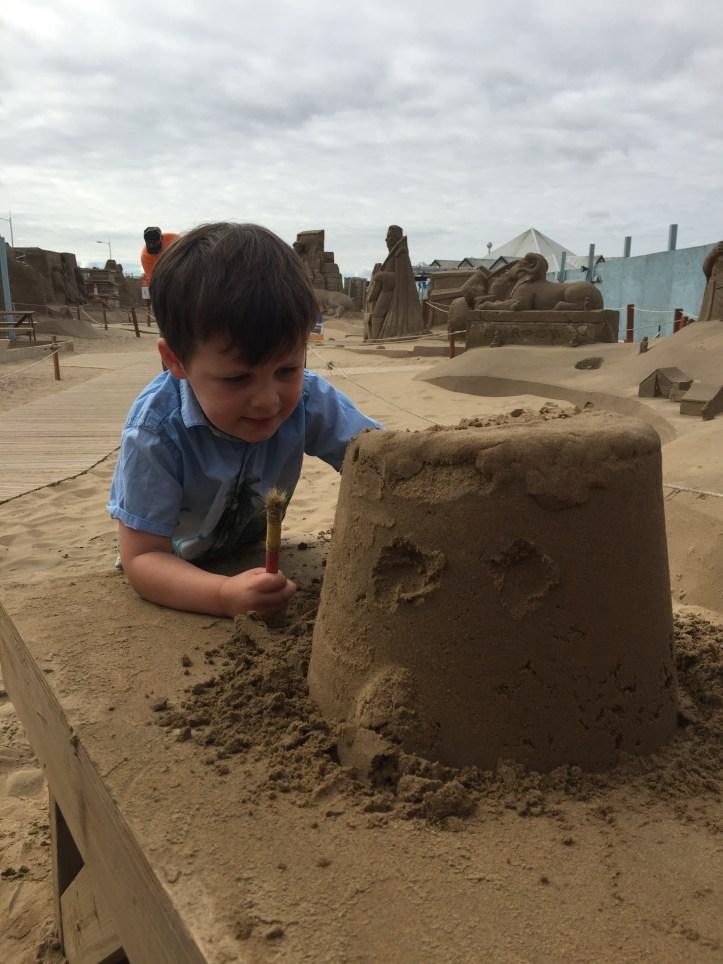 sand sculpture festival weston super mare b sculpting