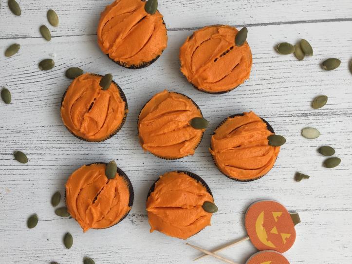 how to make oreo cookie pumpkin treats for halloween