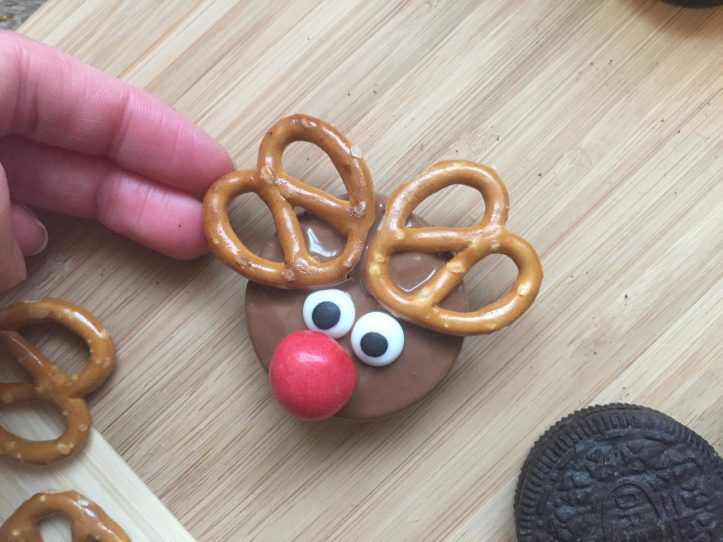 chocolate no bake christmas oreo reindeer cookies fun food ideas for kids m and ms