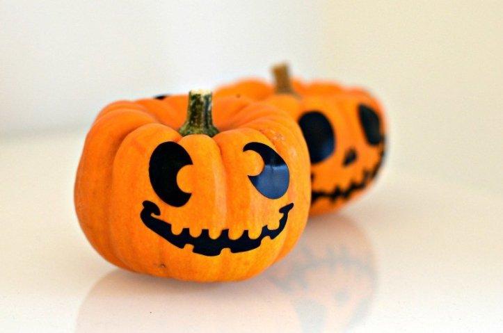 Easy Halloween pumpkin decorating ideas for kids
