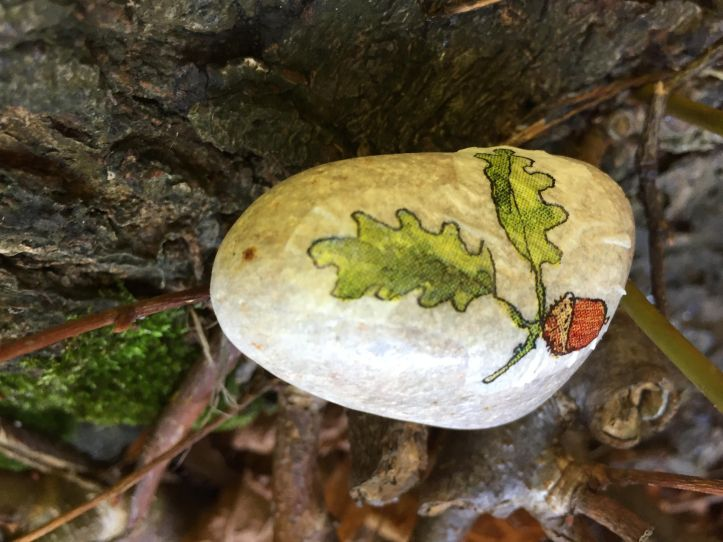 rock painting ideas using napkin paper - autumn fall rock ideas