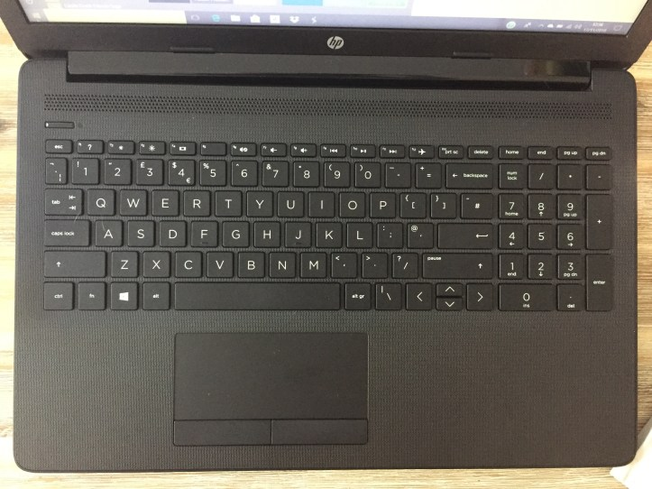 HP notebook 15-db0043na Laptop review and keyboard