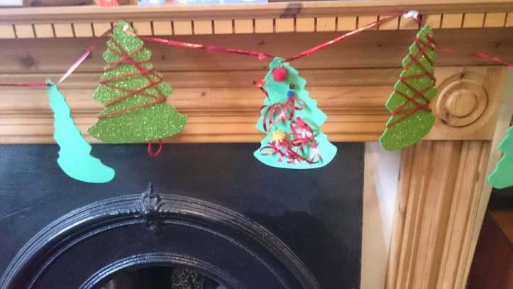 Easy Christmas Tree Garland