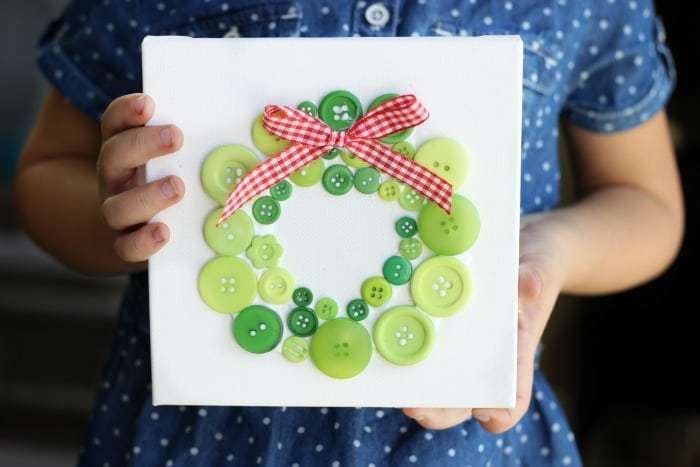Christmas activity to make with kids - wreath button card