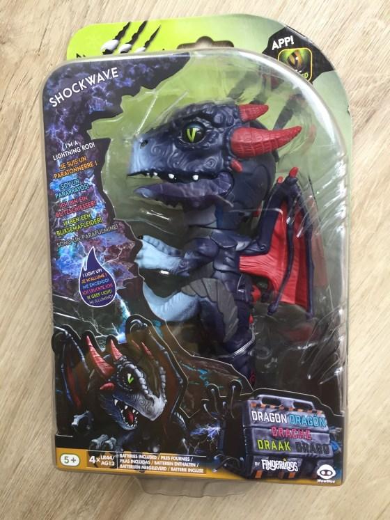 fingerlings untamed dragon series - shockwave pet in box