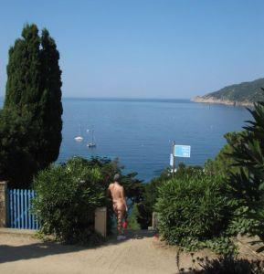 Morning stroll on Ile du Levant