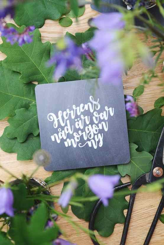 Kvadratiskt glasunderlägg: Herrens nåd är var morgon ny