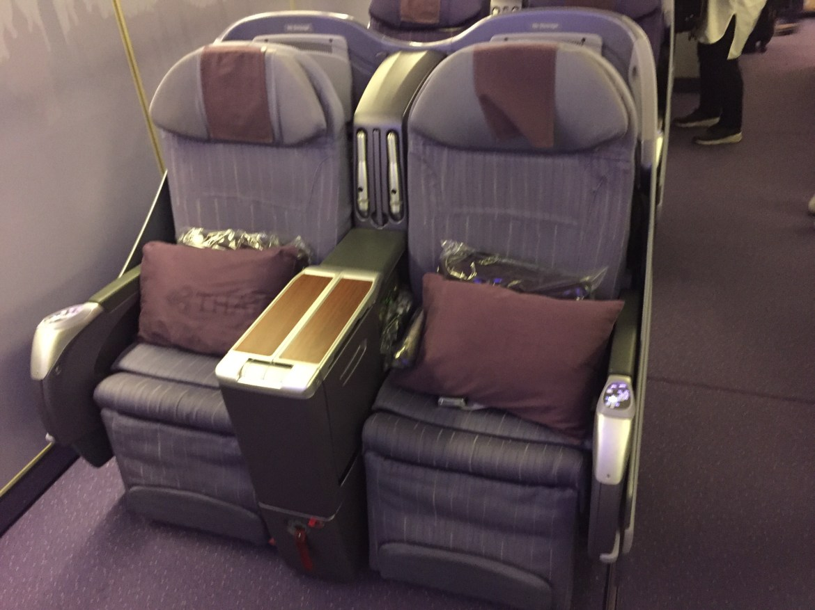 Thai Airways Royal Silk Business Class (TG 658) Bangkok to Seoul review
