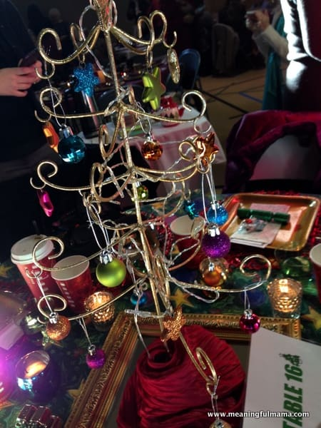 1-#christmas #table #decorations #decorating ideas #diningroom-013