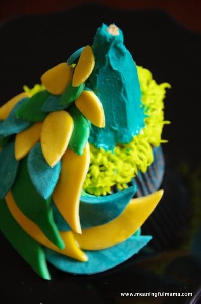 1-#peacock cupcake decorting Feb 7, 2014 1-54 PM