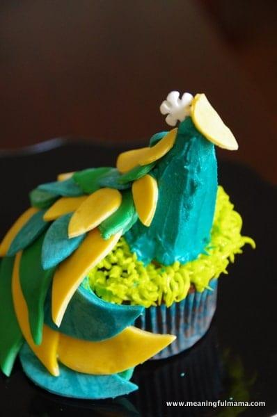 1-#peacock cupcake decorting Feb 7, 2014 2-09 PM