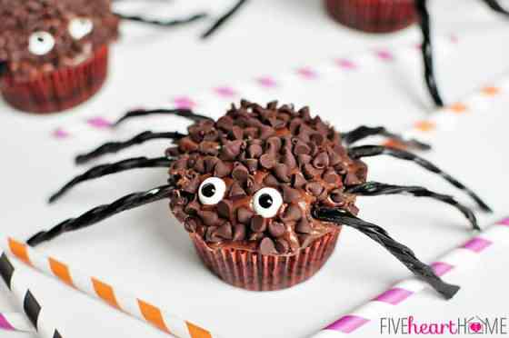 Spider-Cupcakes-for-Halloween-by-Five-Heart-Home_700pxHoriz2