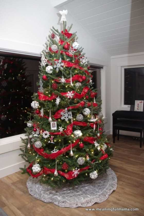 1-christmas-tree-2016-red-silver-white-nov-27-2016-10-49-pm