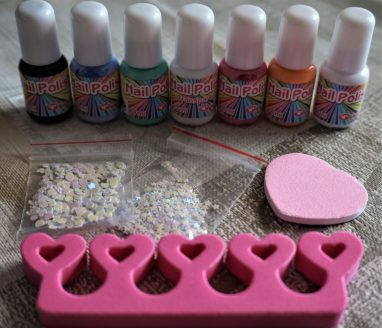 FabLab Nail Art #kids #kidscrafts #nailart #nails #colours #childrencraft #fablab