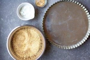 Pie tin with graham crackers