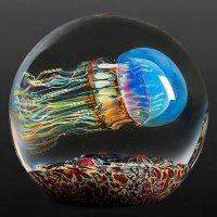 Realistas esculturas de medusas de cristal