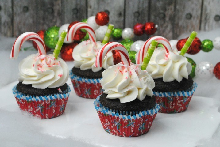 peppermint-hot-cocoa-chocolate-cupcakes