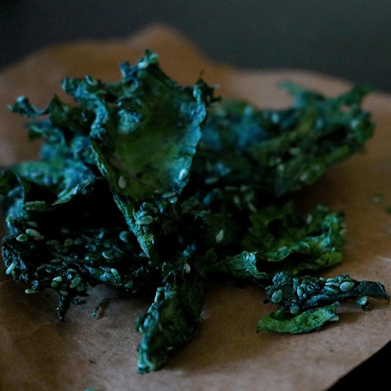 Lemon Garlic Low Carb Vegan Kale Chips (nut free, raw, yeast free)